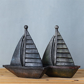 Vintage Retro Sailboat Desk Decorations - Ideal for Photo Props/Christmas Gift/Home Decor/Ornament/Souvenir/Bars Decoration